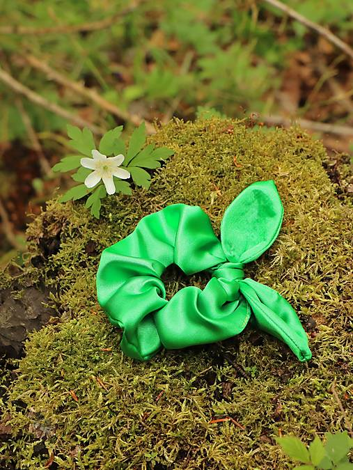 Scrunchies gumička ušatá saténová zelená