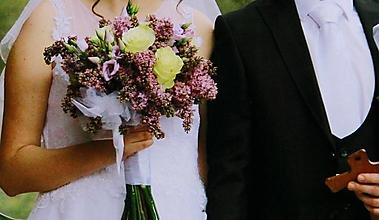 Kytice pre nevestu - Svadobná orgovánová s pierkom pre ženícha - 13450340_
