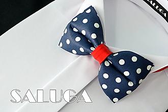 Doplnky - Pánsky tmavo modrý motýlik na biele bodky - s červeným - guľky - 13457188_