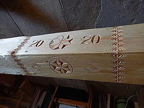 Dekorácie - Vyrezávaný, kresaný stropný trám - 13456032_