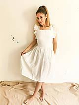 Šaty - Dámske ľanové šaty s volánmi (Biela) - 13456555_
