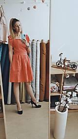 Šaty - Dámske ľanové šaty s volánmi (Biela) - 13456628_