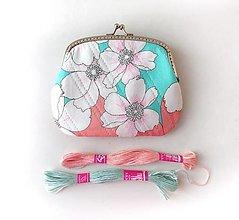 Peňaženky - Peňaženka XL Veľké kvetiny - 13459824_