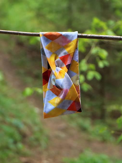 Prekrížená úpletová čelenka trojuholníky žlté
