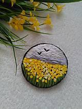 Odznaky/Brošne - Lány slnkom rozpálené ... (ručne vyšívaná brošňa) - 13462103_