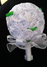 Dekorácie - Biela kytička zo stúh - 13461444_