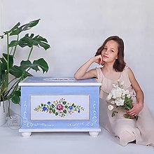 Hračky - Maľovaná interiérová truhlica do detskej izby III - 13463194_