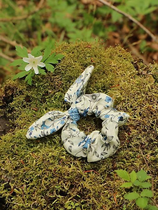 Ušatá scrunchies ľanová gumička modré vtáčiky