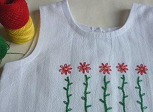 Detské oblečenie - Šatočky biele ľanové, vyšité červené kvietky - 13467526_