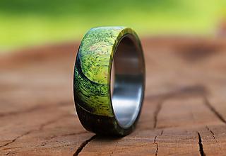 Prstene - Titánový prsteň stabilizovaný javor farbený - 13466163_