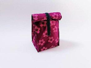 Iné tašky - Desiatnik ružové kvety na bordovom - 13468645_