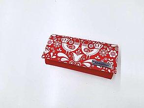 Peňaženky - Peňaženka červená ekokoža + červené folk vtáčiky - 13468688_