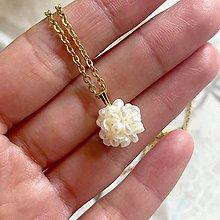 Náhrdelníky - Pearl Stainless Steel golden Necklace / Náhrdelník s príveskom z oválnych perál - 13471943_