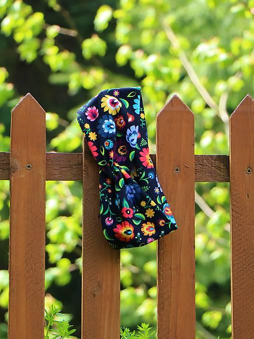 Prekrížená úpletová čelenka folkové kvety čierne