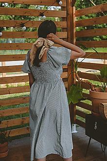 Šaty - Midi šaty s riasením (krátky rukáv) - 13472657_