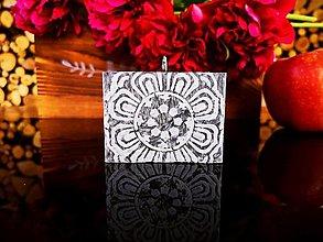Svietidlá a sviečky - Sviečka maľovaná mandala, šedočierna - 13472083_