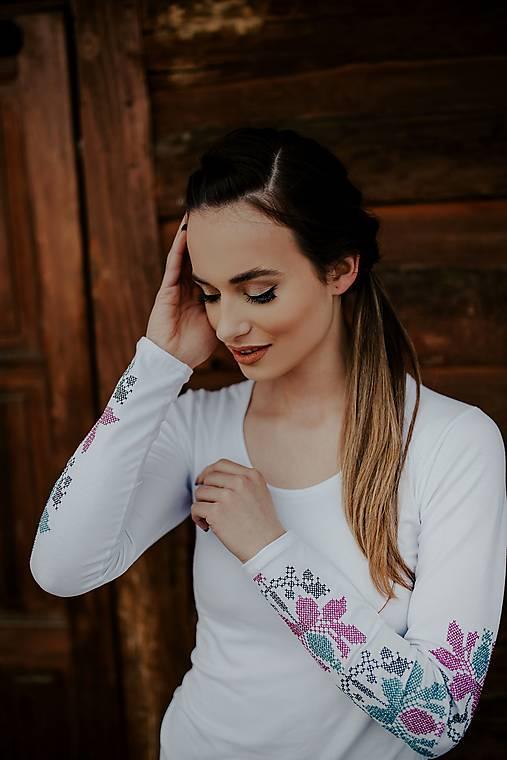 vyšívané tričko Zámutovské kvety