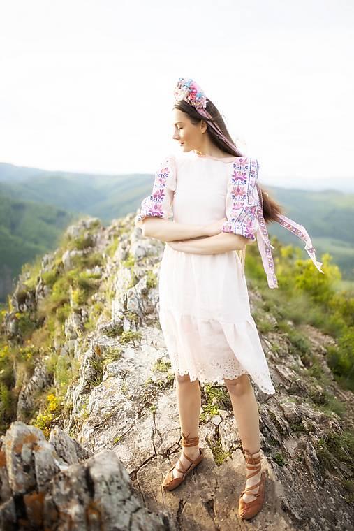 Ružové vyšívané šaty Zámutovské kvety
