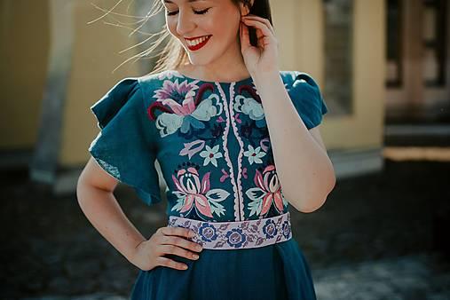 madeirové vyšívané šaty Zámutovské kvety
