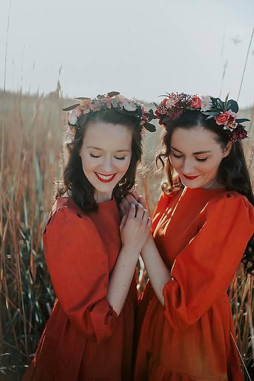 ľanové vyšívané šaty Zámutovské kvety