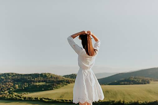 biela madeirová sukňa Zámutovské kvety