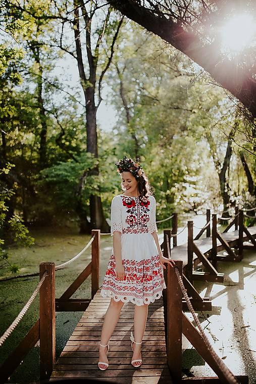 vyšívané šaty Zámutovské kvety