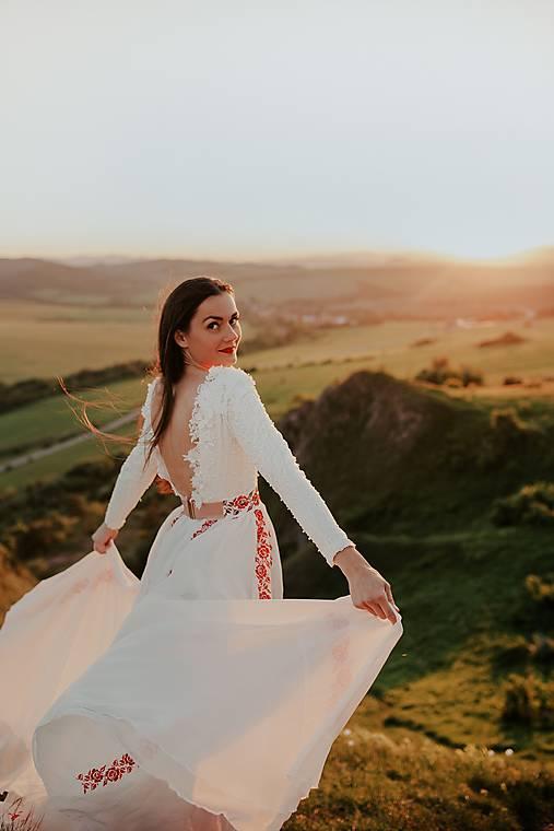 šifónové šaty Zámutovské kvety