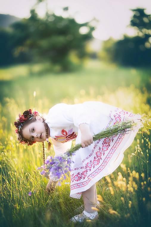 detské vyšívané šaty Zámutovské kvety
