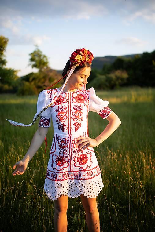 krátke vyšívané šaty Zámutovské kvety