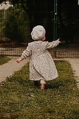 Detské oblečenie - Detské mušelínové šaty Lastovička - letná lúka - 13475925_