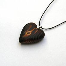 Náhrdelníky - Drevený prívesok - smrekové srdce pálené - 13475434_