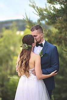 Ozdoby do vlasov - Svadobný set Les nevesta a ženích zelený (polvenček, zamatový motýlik a vreckovka, pierko) - 13476875_