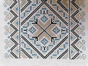 Úžitkový textil - RUČNE VYŠÍVANÝ OBRUS1 - 13477377_
