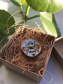 Náhrdelníky - Včielkový náhrdelník - 13478908_