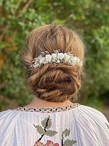 """Ozdoby do vlasov - Kvetinový hrebienok """"šepkanie bielych perín"""" - 13481173_"""
