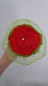 Dekorácie - Červená ruža v bielom kornútku - 13481418_