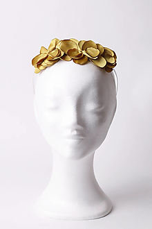 Ozdoby do vlasov - Čelenka so zlatými saténovými lupeňmi - 13483811_