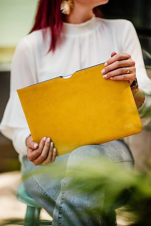 Na notebook - Ochranné puzdro na notebook z brúsenej kože žlté - 13482260_