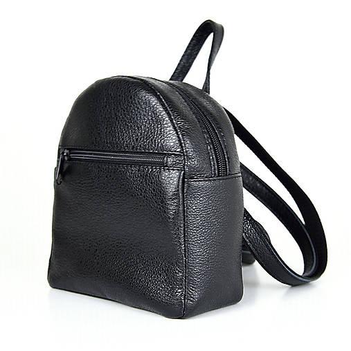 Batohy - Moderný mini ruksak z pravej kože v čiernej farbe - 13482563_