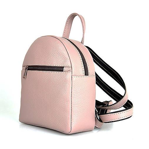 Batohy - Moderný mini ruksak z pravej kože v ružovej farbe - 13482583_
