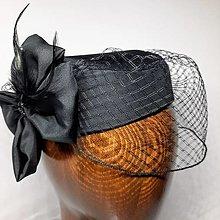Čiapky - Hodvábny čierny klobúčik so sieťkou - 13484145_