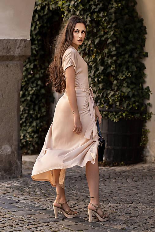 Šaty - Zavinovacie vzdušné šaty v krémovej farbe - 13482854_