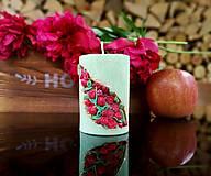 Svietidlá a sviečky - Sviečka romantická, zelená s kvetinkami - 13485806_