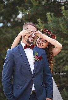 Ozdoby do vlasov - Romantický  svadobný set  (Set za zvýhodnenú cenu: venček, pierko, motýlik a vreckovka) - 13487618_