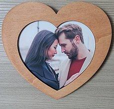 Rámiky - Drevený fotorámik srdce hnedá, drevený darček, drevená dekorácia, valentín, drevené srdiečko - 13489183_