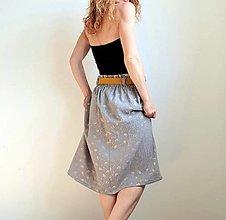 """Sukne - Dámska sukňa """"Jill"""" so žltým opaskom - svetlosivá so zlatou potlačou púpav - 13492211_"""