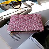 Peňaženky - Ručne vyšívaná elegantná peňaženka - ružová - 13495137_