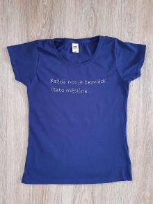 Tričká - Ručně vyšívané modré dámské tričko velikosti S - 13506458_