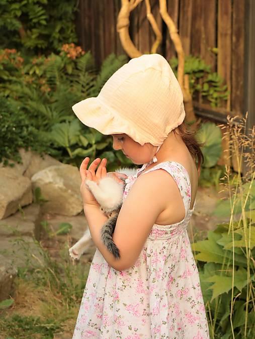 Letný detský mušelínový čepiec Karolína