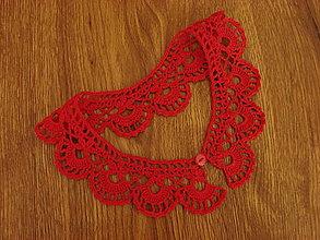 Náhrdelníky - háčkovaný golierik červený - 13511714_